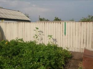 Забор из волнового шифера