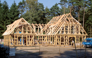 Каркас фахверковых домов всегда изготавливается из клеёного бруса
