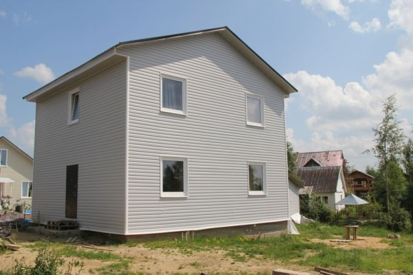 Каркасный дом с обшивкой сайдингом