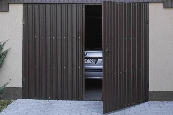 Ворота гаража из металлопрофиля