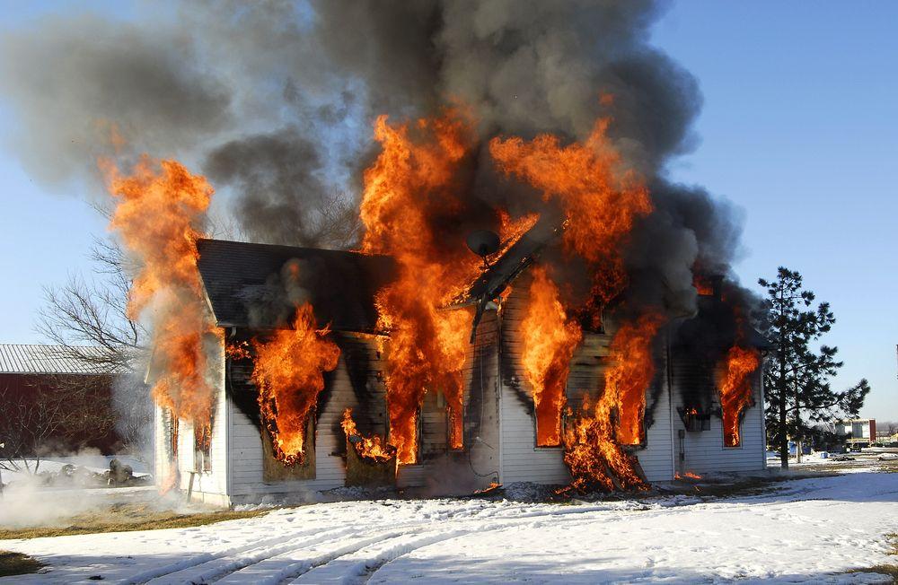 Как горит каркасный дом