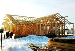 Каркас дома лучше строить зимой